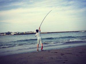 投げ釣りは周りに注意
