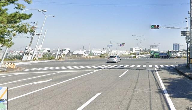 「汐見埠頭東」交差点を右折